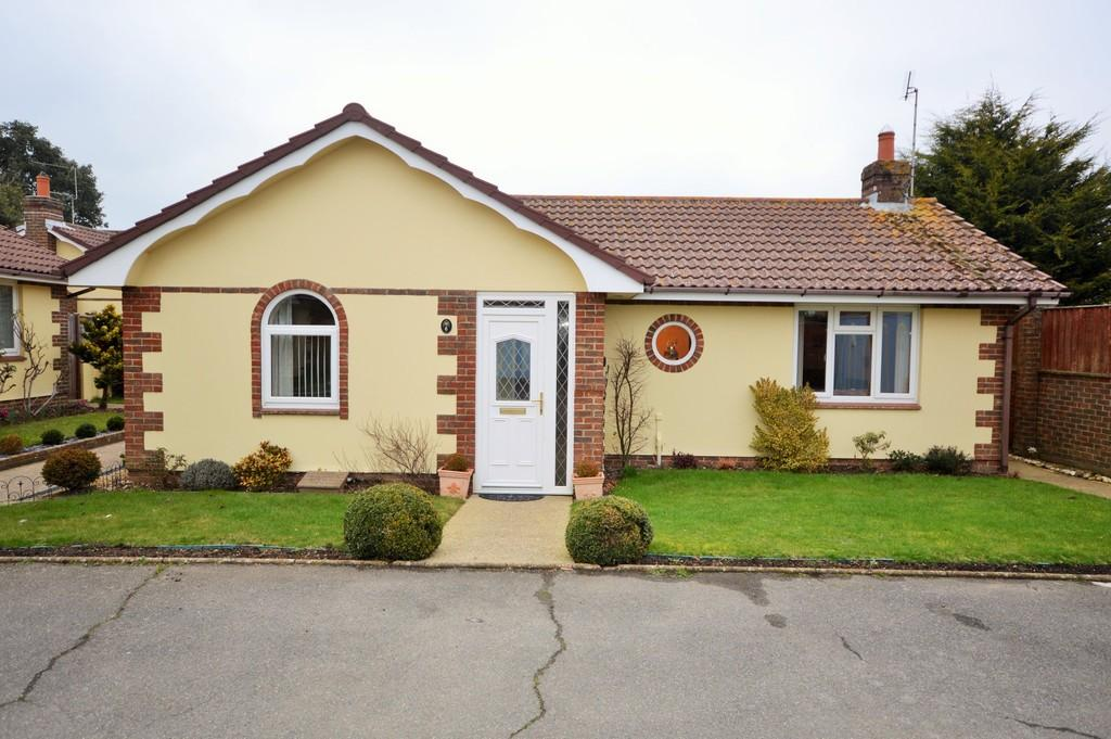 2 Bedrooms Detached Bungalow for sale in The Mews, Bembridge