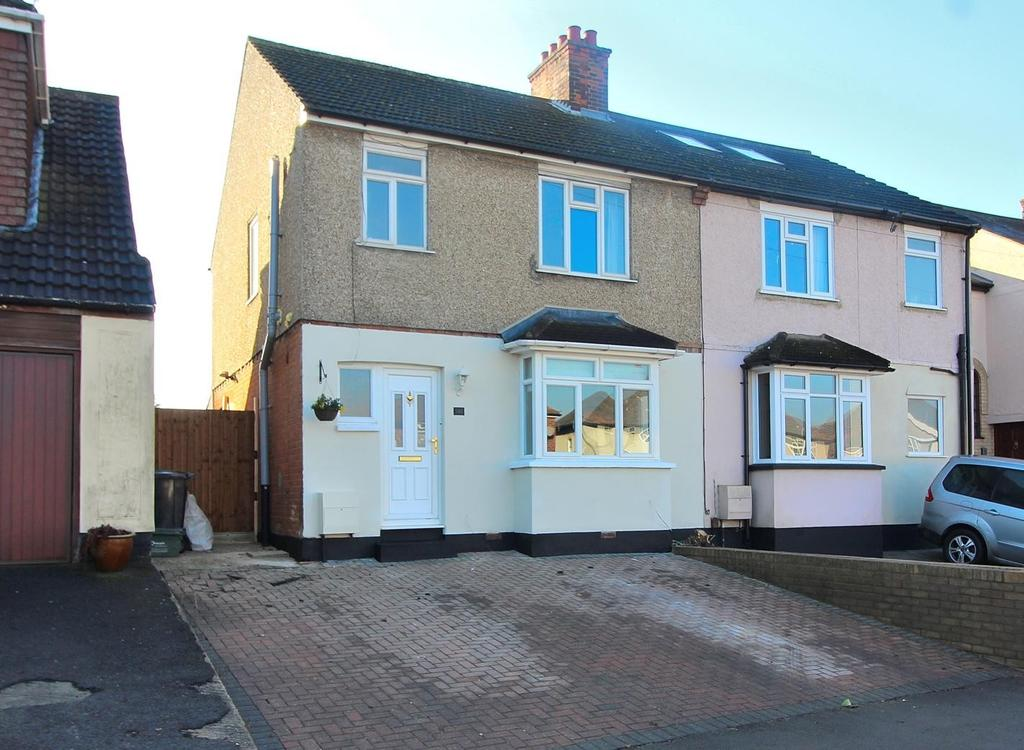 3 Bedrooms Semi Detached House for sale in Wood Street, Chelmsford, Essex, CM2