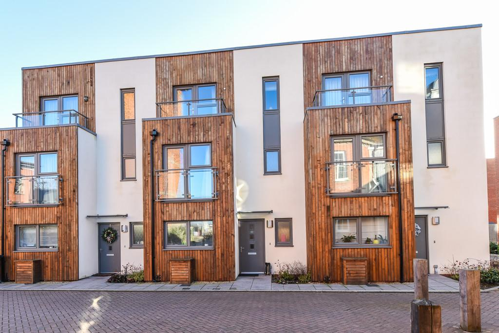 4 Bedrooms Town House for sale in Longley Road, Chichester