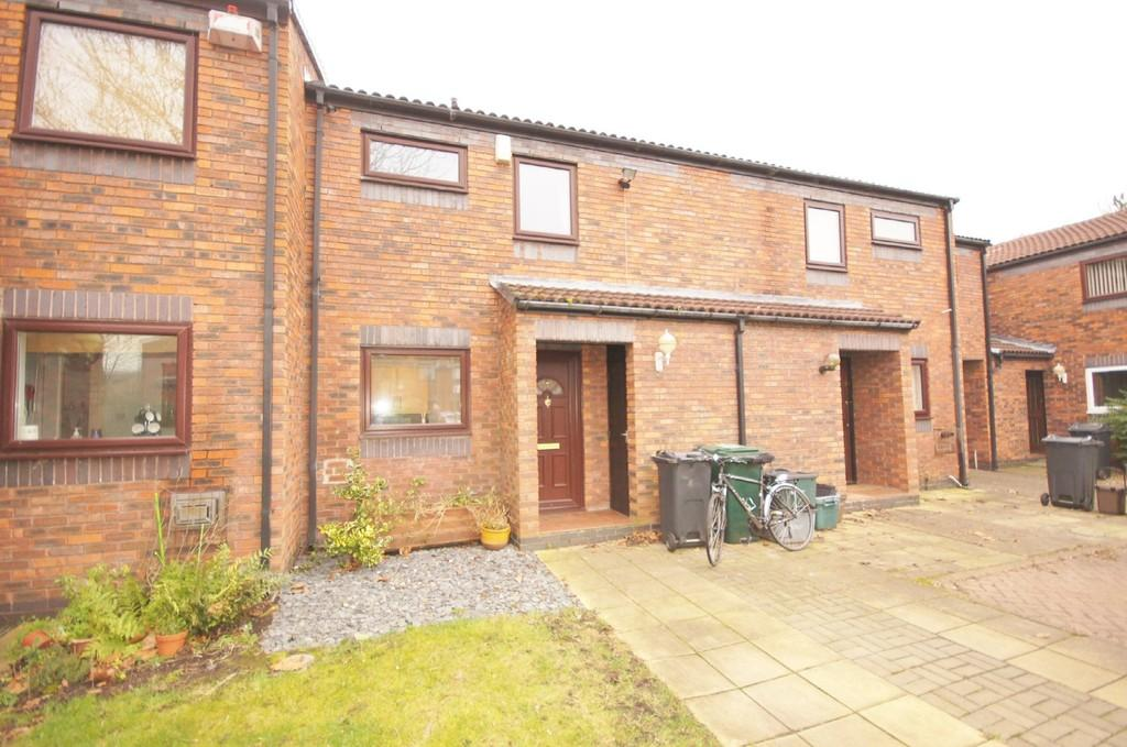 2 Bedrooms Terraced House for rent in Foxwist Close, Chester