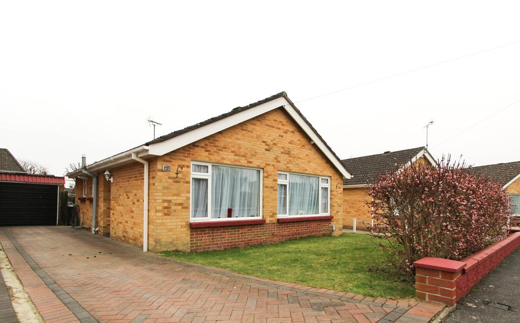 2 Bedrooms Detached Bungalow for sale in Sutton Close, Cowplain