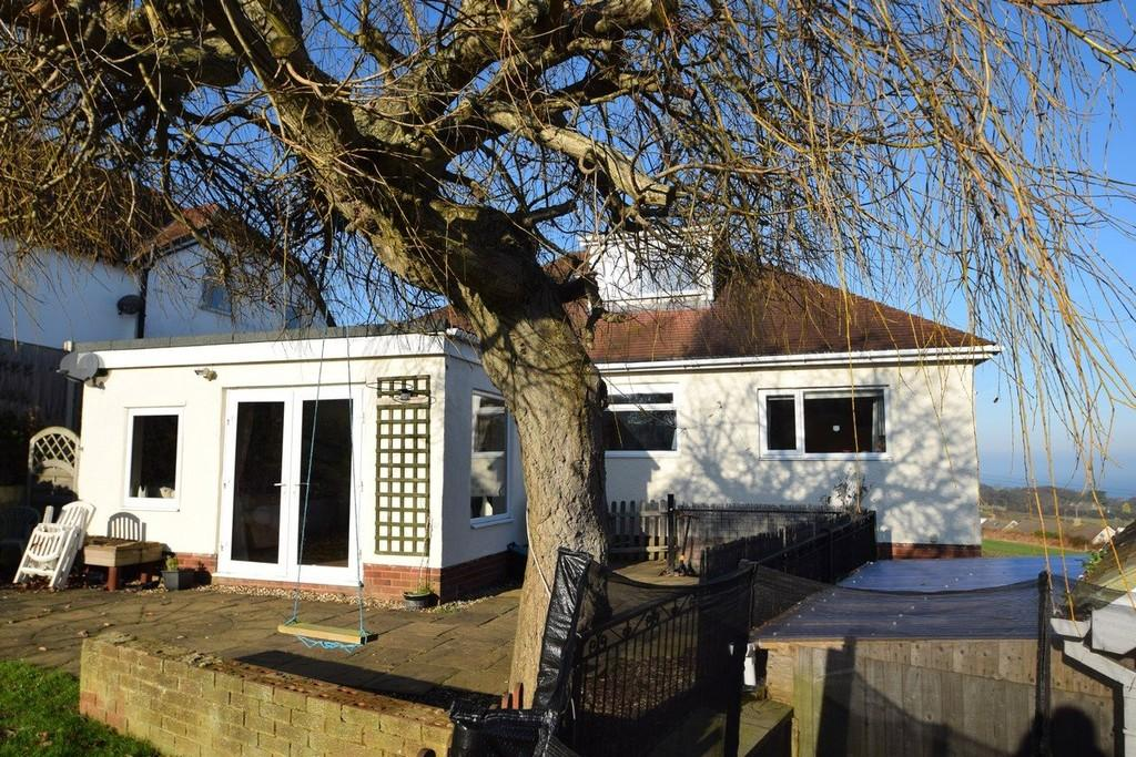 4 Bedrooms Detached House for sale in Llanelian Road, Old Colwyn