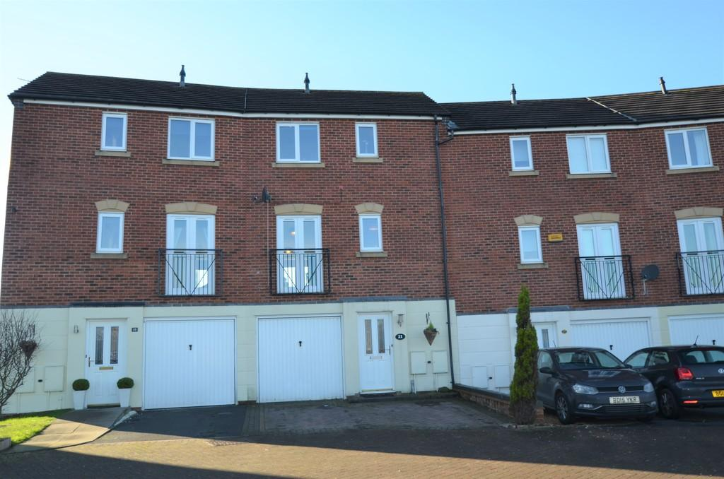 4 Bedrooms Town House for sale in Partridge Close, Heath Hayes