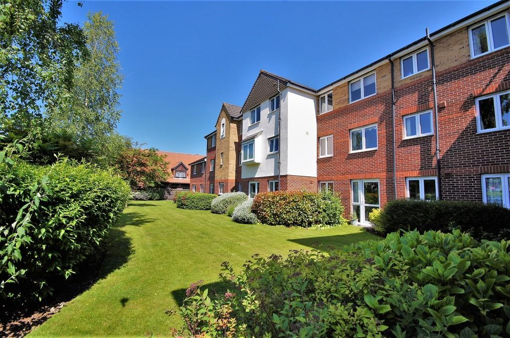 1 Bedroom Ground Flat for sale in Cathedral View Court, Cabourne Avenue, Lincoln