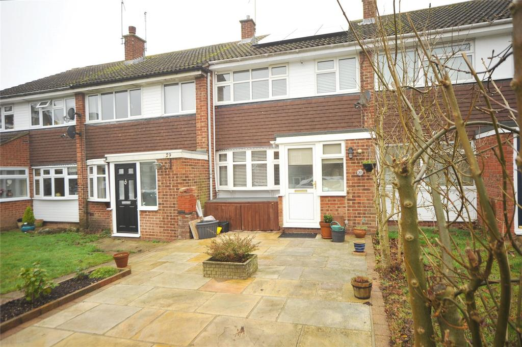 3 Bedrooms Terraced House for sale in Magnolia Way, Pilgrims Hatch, Brentwood, Essex, CM15