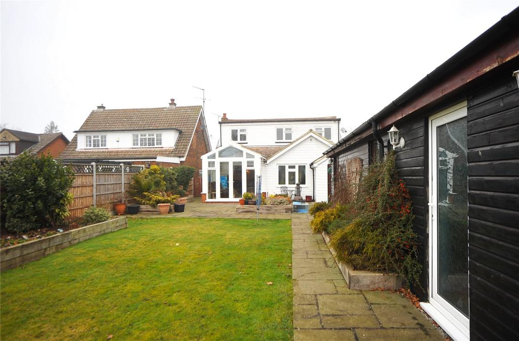 3 Bedrooms Detached Bungalow for sale in Chelmsford Road, Blackmore, Ingatestone, Essex, CM4