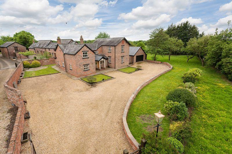 4 Bedrooms Detached House for sale in Withers Lane, High Legh
