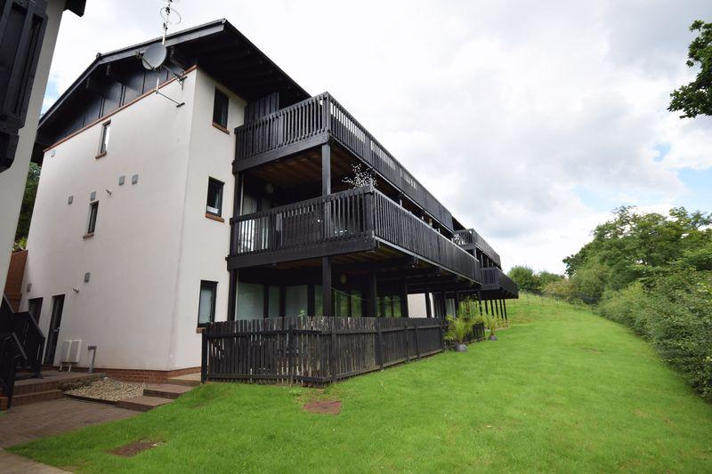 2 Bedrooms Apartment Flat for sale in 2D Woodridge, Bridgend, CF31 4PE