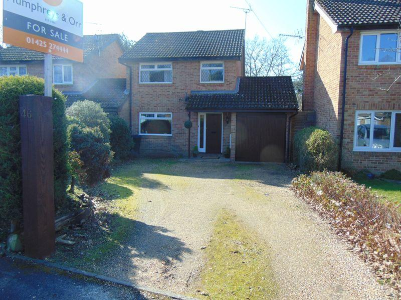 3 Bedrooms Link Detached House for sale in Brookside Road, Christchurch