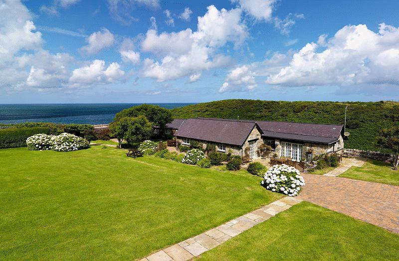 5 Bedrooms Cottage House for sale in Trefor, Gwynedd
