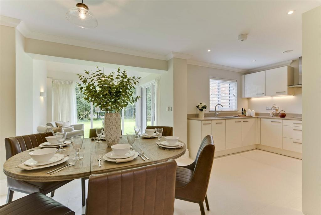 2 Bedrooms Retirement Property for sale in The Dudley, Bramshott Place Village, King George's Drive, Liphook, Hampshire, GU30