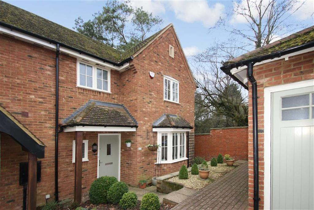 3 Bedrooms End Of Terrace House for sale in 16, School Close, Westbury