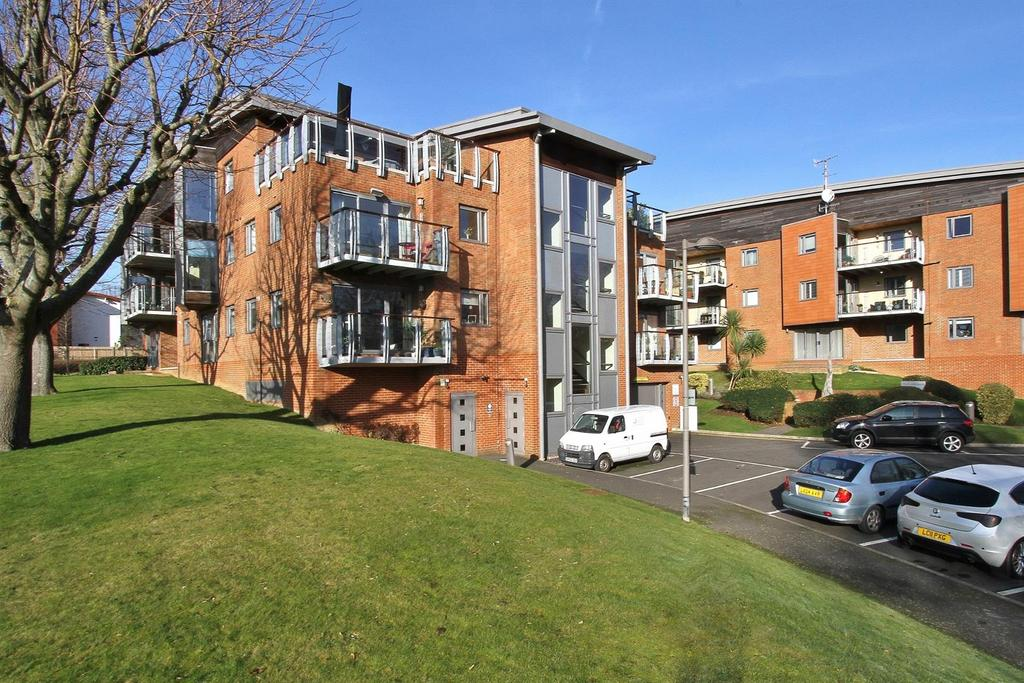 2 Bedrooms Flat for sale in Park View Road