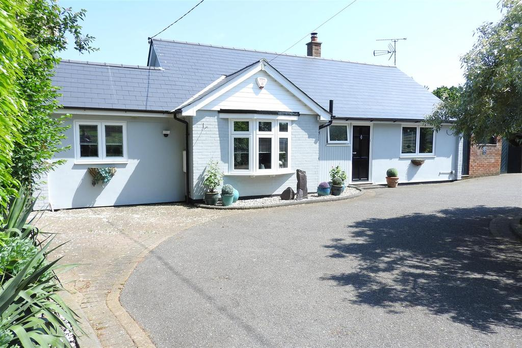 3 Bedrooms Detached Bungalow for sale in Terling Hall Road, Hatfield Peverel, Chelmsford
