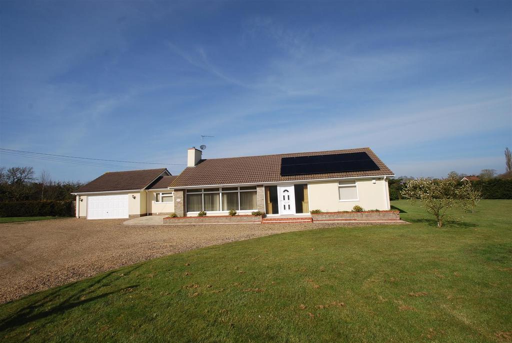 4 Bedrooms Detached Bungalow for sale in Wattisfield