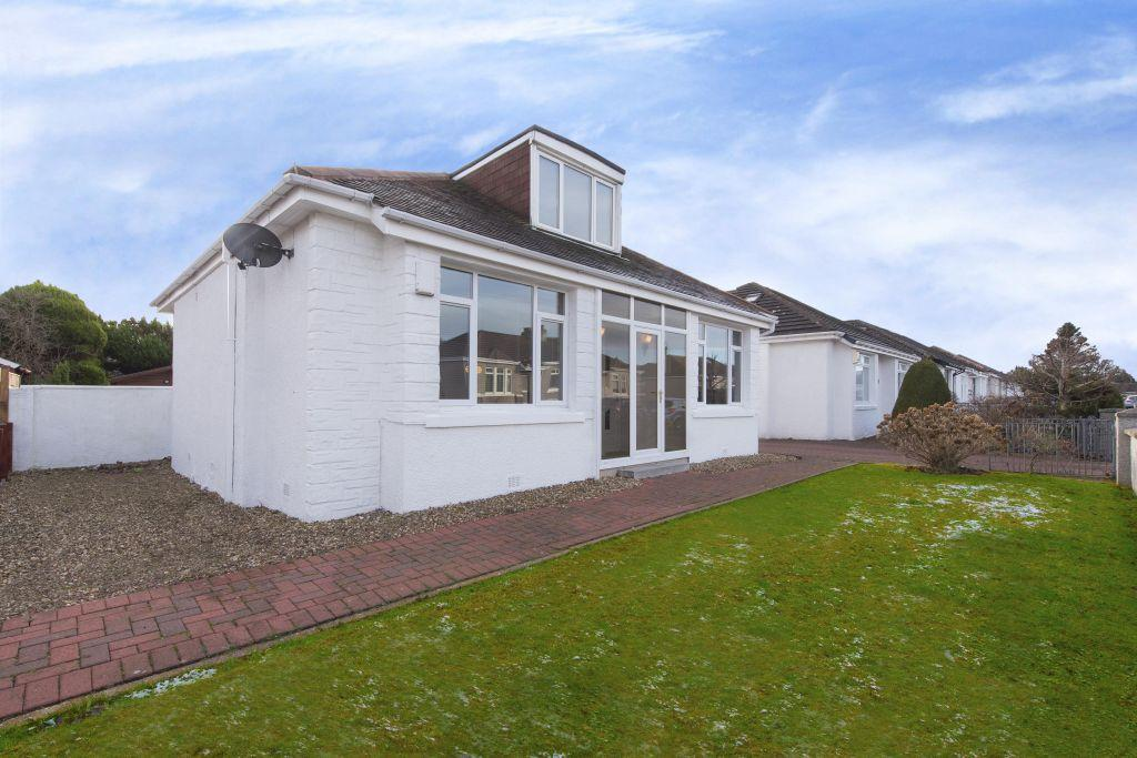 3 Bedrooms Detached Bungalow for sale in 32 Southhill Avenue, Burnside, Glasgow, G73 3TB