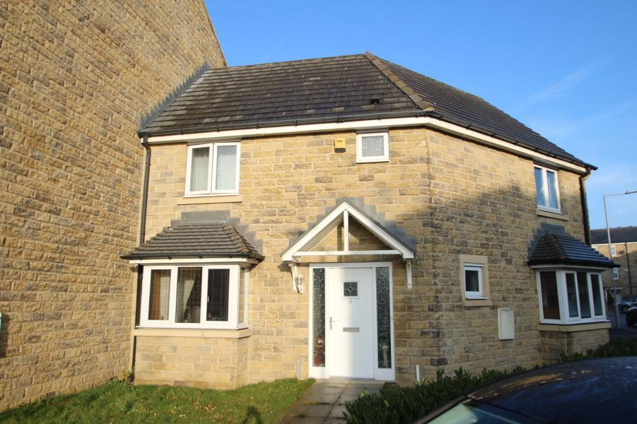 3 Bedrooms Town House for sale in LONGLANDS, IDLE, BRADFORD, BD10 9UG