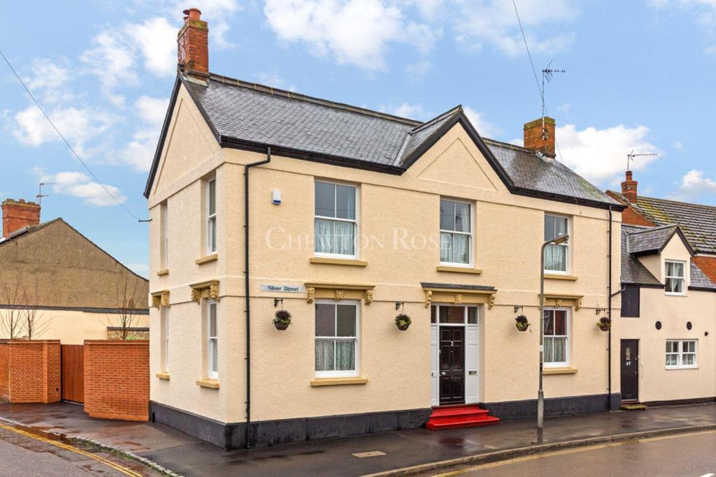5 Bedrooms Link Detached House for sale in Newport Pagnell