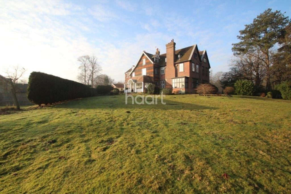 1 Bedroom Flat for sale in Godstone