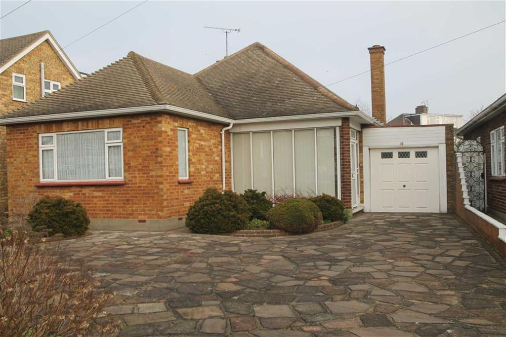 2 Bedrooms Bungalow for sale in Leitrim Avenue, Shoeburyness, Essex