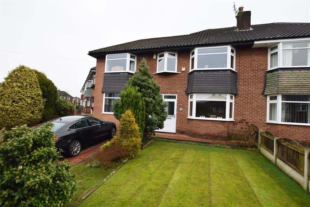 4 Bedrooms Semi Detached House for sale in Stroud Close, Alkrington, Middleton
