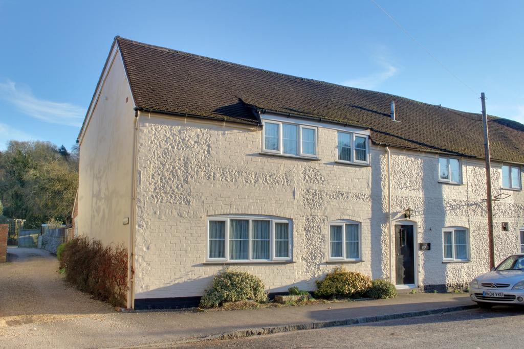 4 Bedrooms Semi Detached House for sale in WEST STREET, HAMBLEDON