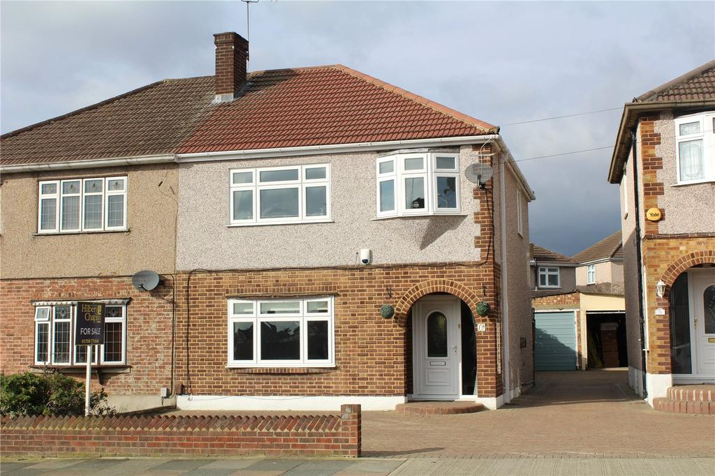 3 Bedrooms Semi Detached House for sale in Moray Way, Romford, RM1