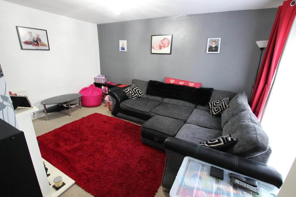2 Bedrooms Terraced House for sale in Heol Cae Derwen, Bargoed CF81
