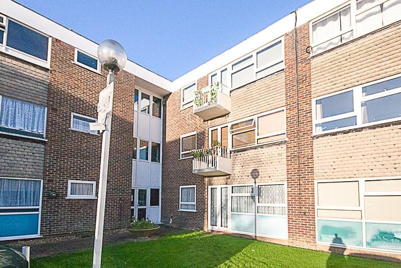 2 Bedrooms Apartment Flat for sale in Hutton Road, Shenfield, Brentwood