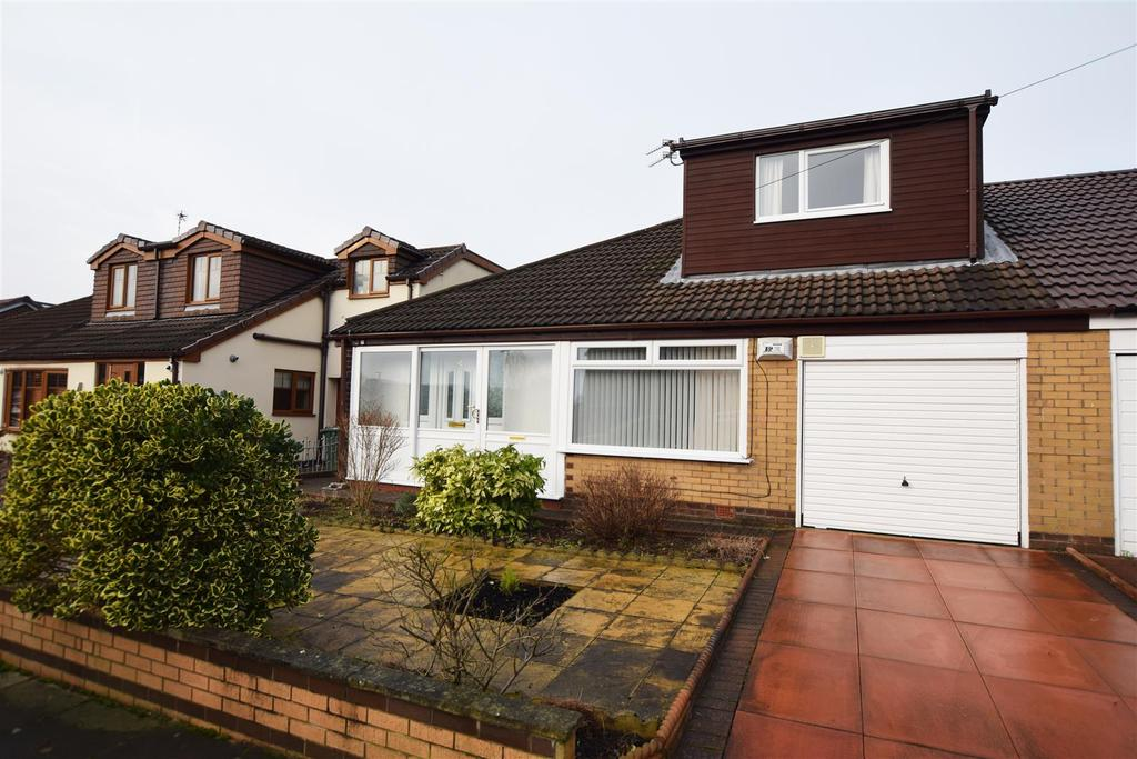 4 Bedrooms Semi Detached Bungalow for sale in Naunton Road, Alkrington, Middleton