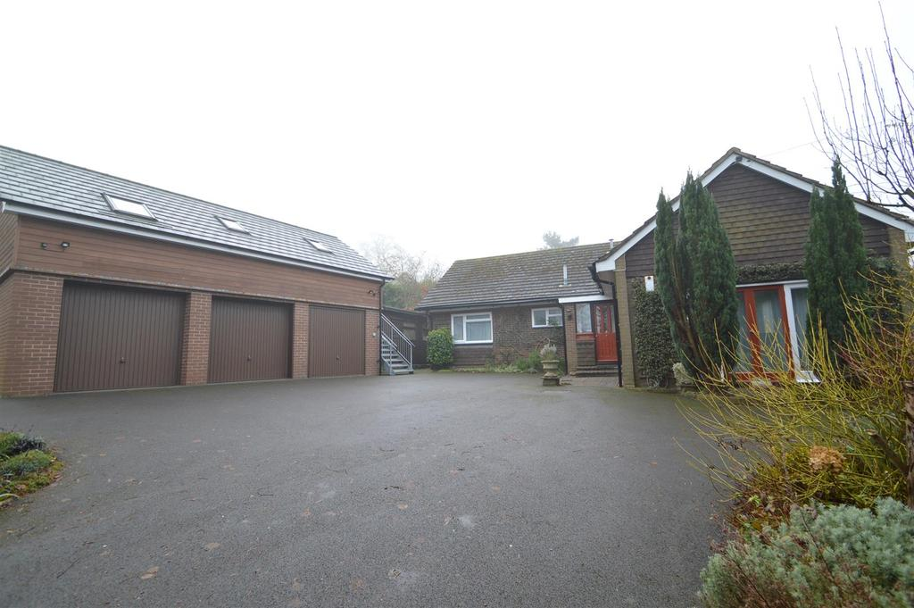 4 Bedrooms Detached House for sale in 112 Sandford Avenue, Church Stretton SY6 7AB