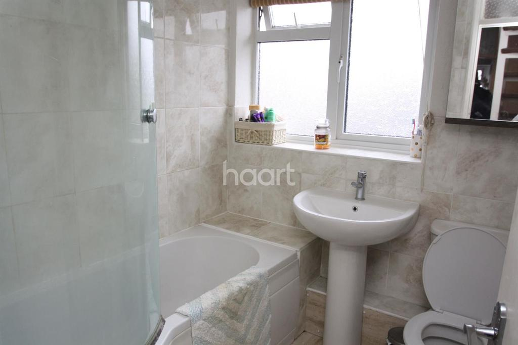 2 Bedrooms Terraced House for sale in Derwent Close