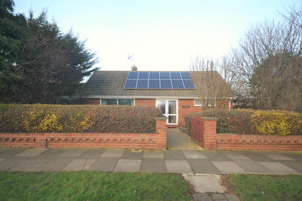 2 Bedrooms Detached Bungalow for sale in Hambleton Avenue, Redcar TS10