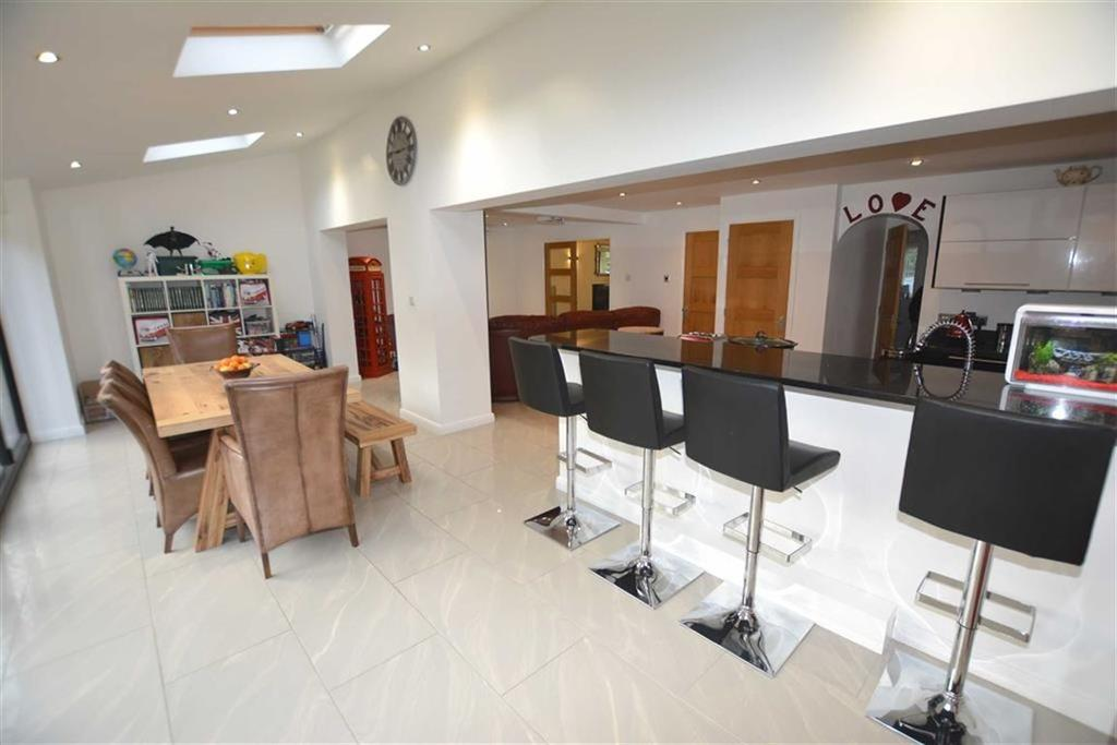 4 Bedrooms Detached House for sale in The Riddings, Southwell, Nottinghamshire, NG25