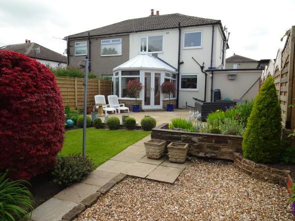 3 Bedrooms Semi Detached House for sale in 14 Ryecroft Way, Glusburn BD20 8PT