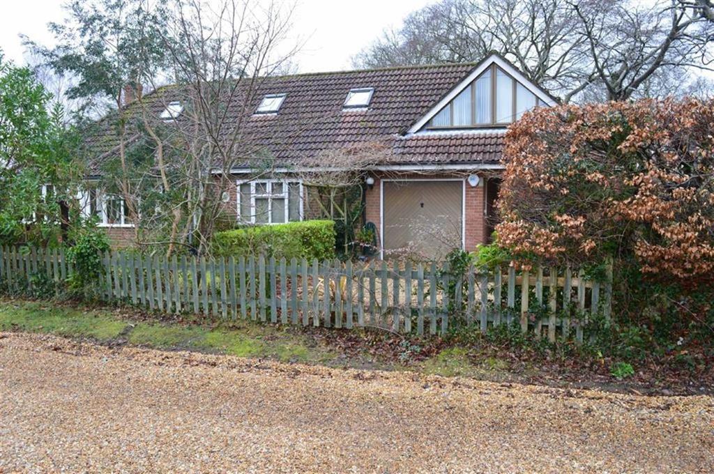 4 Bedrooms Chalet House for sale in Beaucroft Road, Wimborne, Dorset