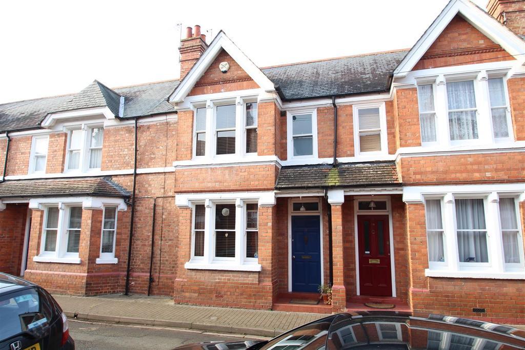 3 Bedrooms Terraced House for sale in York Road, Stony Stratford, Milton Keynes