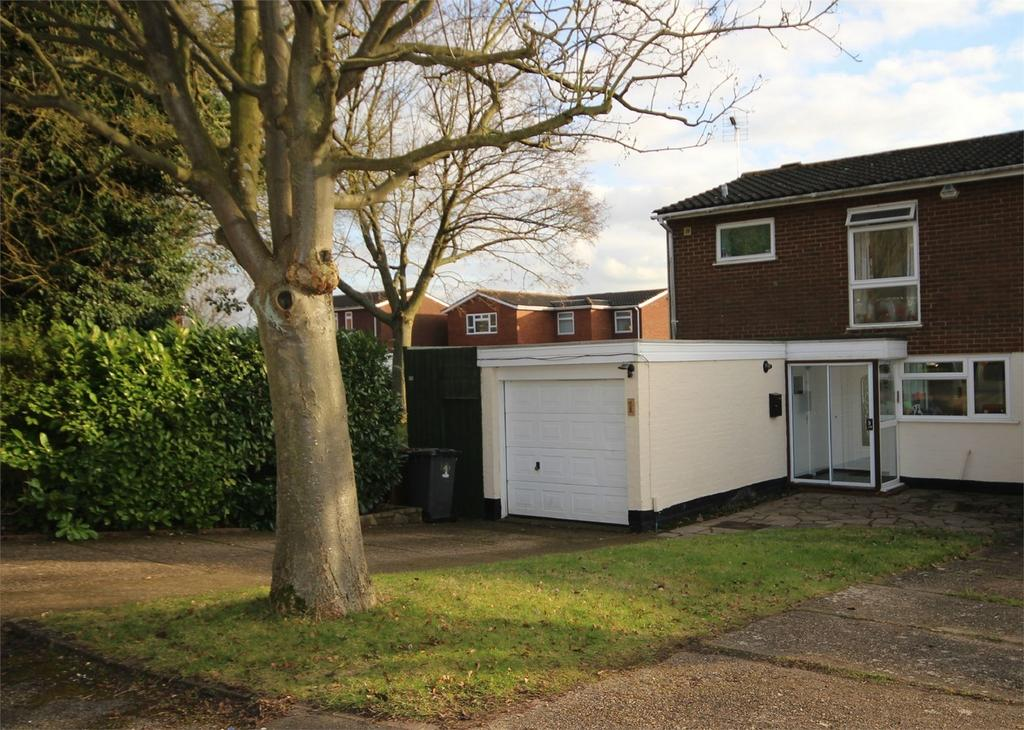 3 Bedrooms Semi Detached House for sale in Rookes Close, Letchworth, Herts