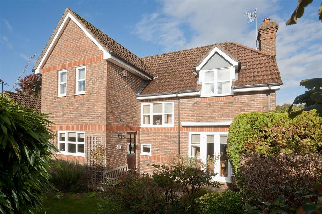 5 Bedrooms Detached House for sale in Salisbury