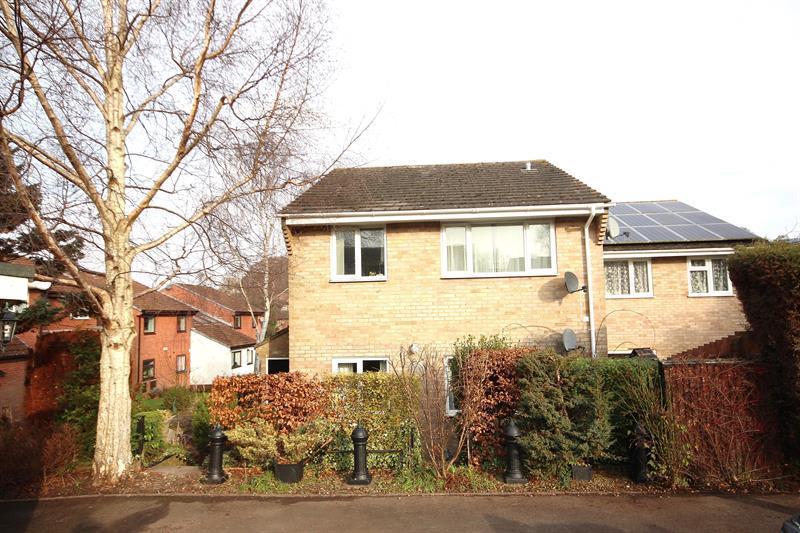 2 Bedrooms Flat for sale in Erica Drive, Corfe Mullen, Wimborne