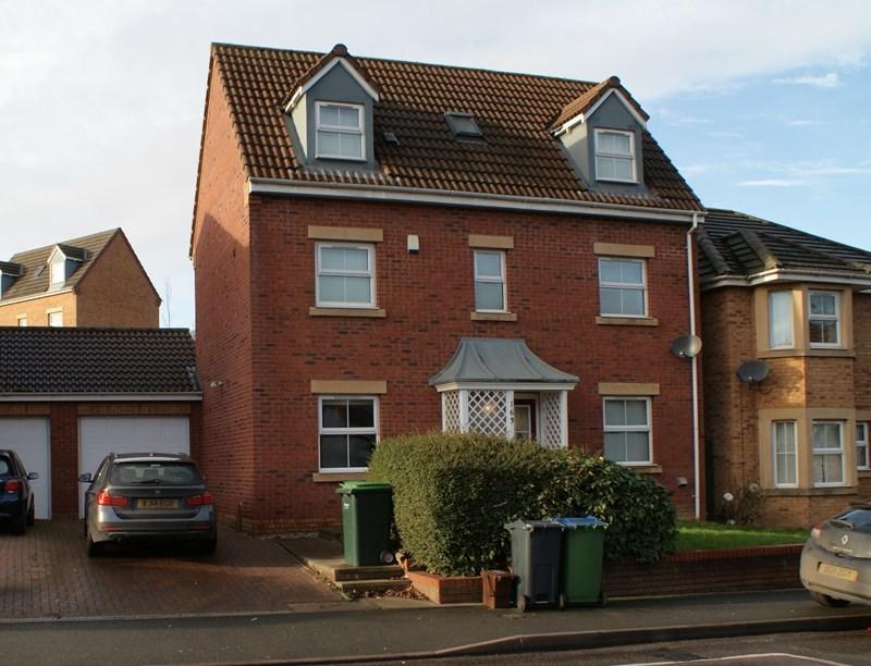 4 Bedrooms Link Detached House for sale in Kingsway, Oldbury