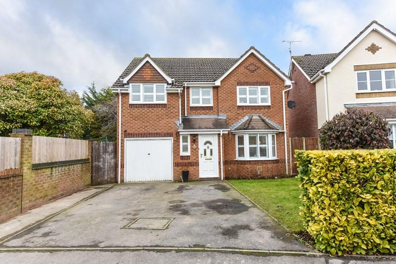4 Bedrooms Detached House for sale in Wisley Road, Andover