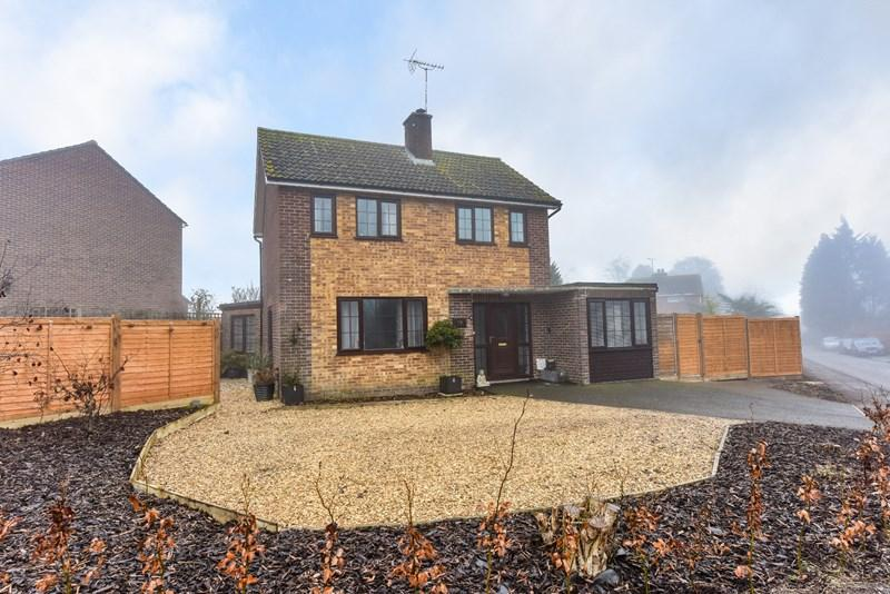 3 Bedrooms Detached House for sale in Manor Close, Abbotts Ann, Andover