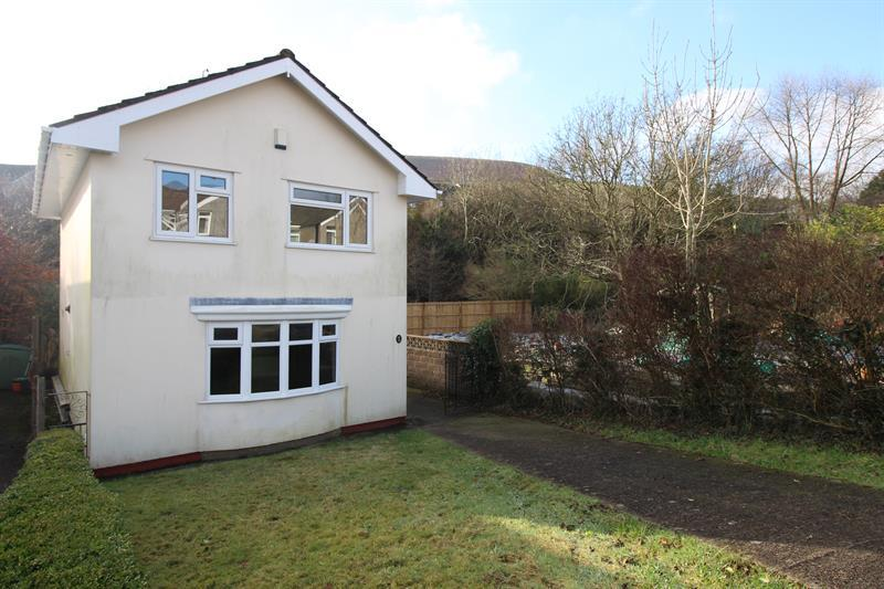 3 Bedrooms Detached House for sale in Farm Close, Abertridwr, Caerphilly
