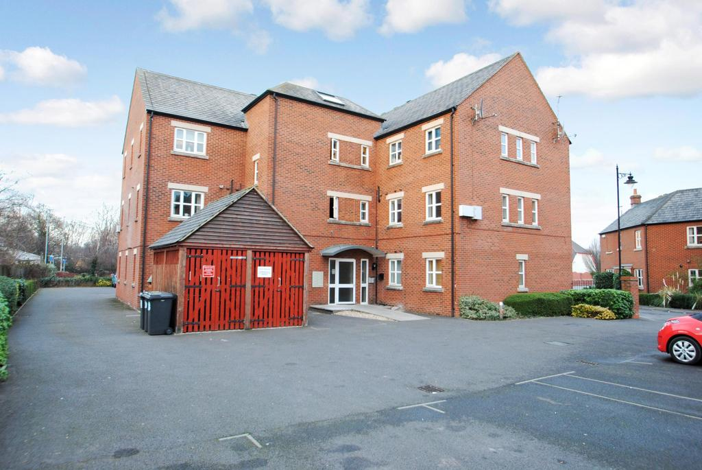 2 Bedrooms Flat for sale in Massingham Park, Taunton