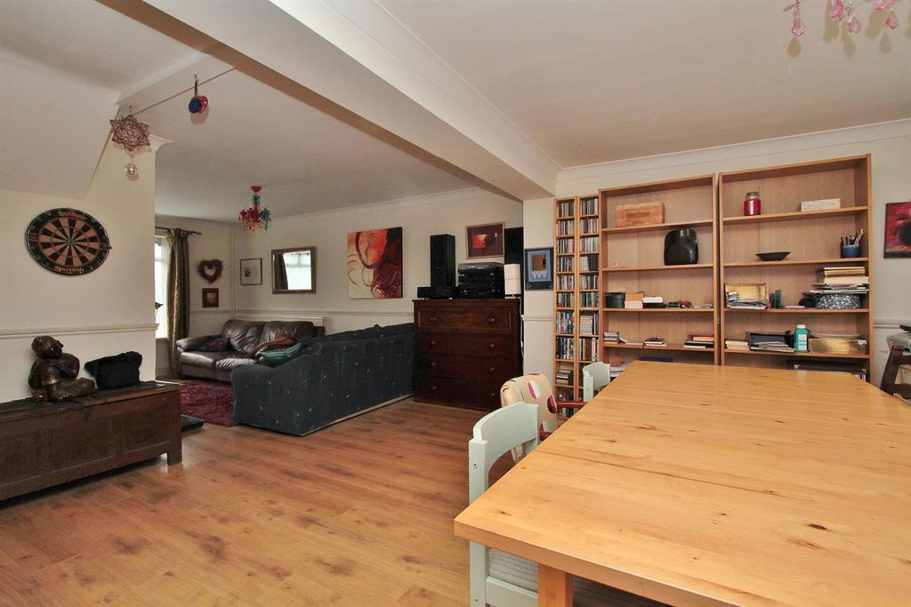 3 Bedrooms Terraced House for sale in Foxdown Road