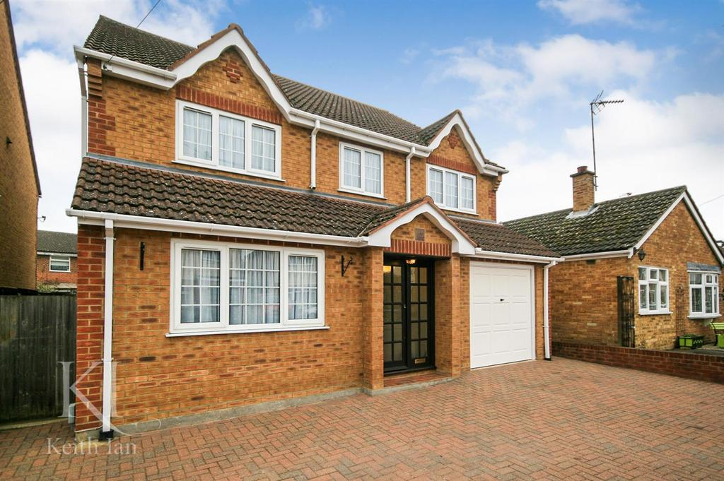 4 Bedrooms Detached House for sale in Millers Lane, Stanstead Abbotts