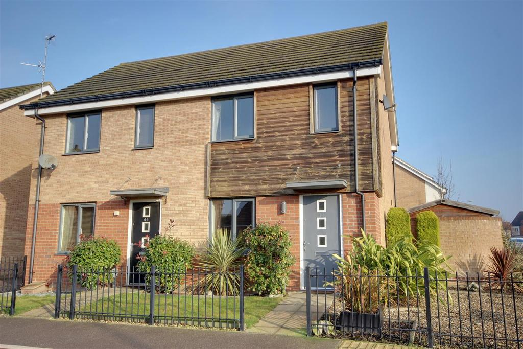 2 Bedrooms Semi Detached House for sale in Ruskin Way, Brough