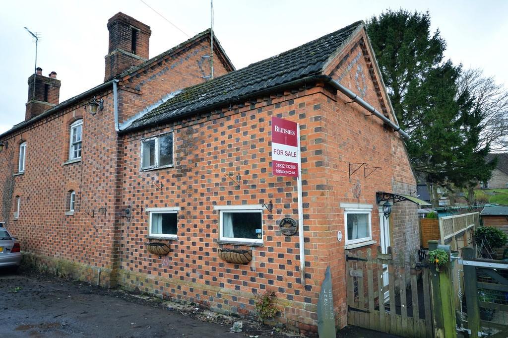 3 Bedrooms Cottage House for sale in Denford, Kettering