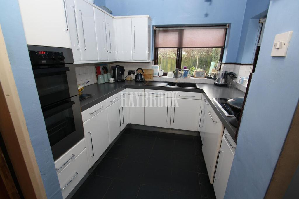4 Bedrooms Semi Detached House